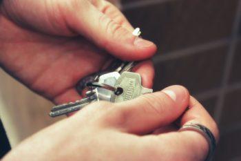 Chi deve pagare lassicurazione della casa in affitto - Finanza Mia